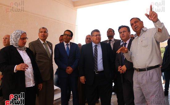 4201630145057122اشرف-الشيحى-وزير-التعليم-العالى-يتفقد-مدينة-الأبحاث-العلمية-فى-برج-العرب-(15)